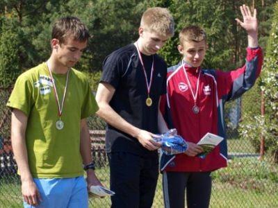 Wojciech Pachnik (pierwszy z prawej) w drugiej części zawodów uplasował się na trzeciej pozycji
