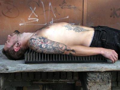 """""""Niektórzy medytują, a niektórzy kładą się na łóżku z gwoździami"""" mówi Łukasz Milde"""