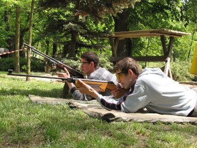 """Dzięki Stowarzyszeniu 62 Kompanii Specjalnej """"Commando"""" bolesławianie mieli m.in. okazję postrzelać z broni ASG"""