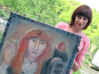 Dorota Jeal z namalowanym przez Lydię Corbett obrazem