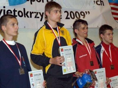 Drugi z lewej: Krystian Marzec