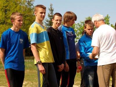 Pierwsi od lewej: Marek Wojnowicz, Wojciech Pachnik, Mateusz Madej