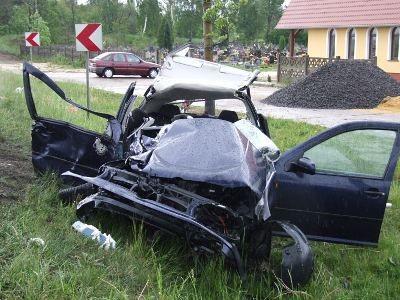 Kierowca auta stracił panowanie nad pojazdem i zderzył się z ciężarówką