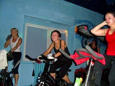 W Nocnym Maratonie Spinningu wzięło udział 18 osób