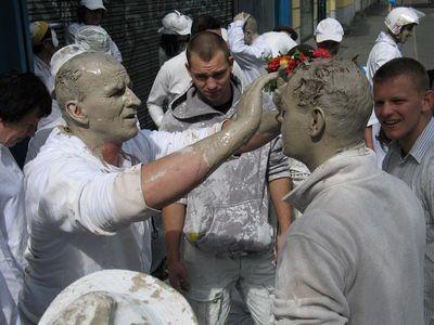 Odzież Glinoludy przygotowały w Bolesławcu, na miejscu wystarczyło pomalować twarze, ręce i nogi