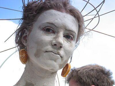 Kobiety Glinoludki zadbały o kolorowe detale