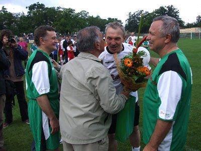 Zbigniew Majdziejewicz otrzymał wiele upominków i kwiatów