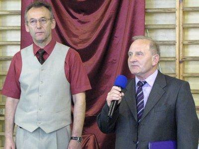Od lewej: dyrektor ZSHiU Wiesław Stefanik i Jacek Nesler