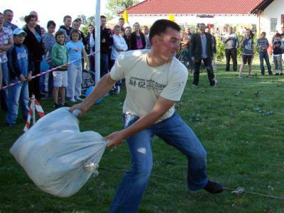 W rzucie workiem oraz w podnoszeniu dziesięciokilogramowego ciężarka najlepsi okazali się mieszkańcy Kraśnika