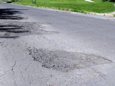 Jak zapewnia Anatoliusz Koper z  Zarządu Dróg Powiatowych, wyboje na Śluzowej są niewygodne, ale nie zagrażają  bezpieczeństwu kierowców