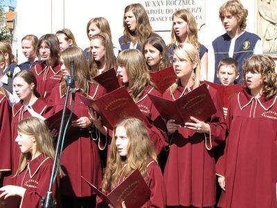 """Chóry Kamerton i Melikos zaśpiewały """"Odę do radości"""" Ludwiga van Beethovena"""