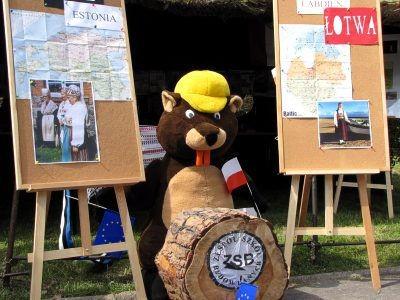 Na pl. Popiełuszki rozstawiono też stoiska krajów europejskich, przygotowane głównie przez uczniów szkół ponadgimnazjalnych