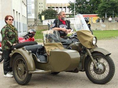 Na imprezie można było obejrzeć zabytkowy motocykl