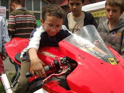 Dużym zainteresowaniem cieszył się sportowy motocykl Mariusza Durynka