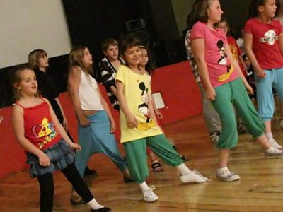 W zajęciach uczestniczyły też dzieci, które na co dzień nie tańczą w zespole Canon