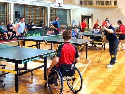 W zorganizowanych przez TOP Bolesławiec zawodach wzięło udział ponad czterdziestu tenisistów stołowych