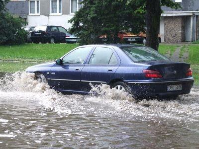 Ulewa zalała także ulicę Zygmunta Augusta