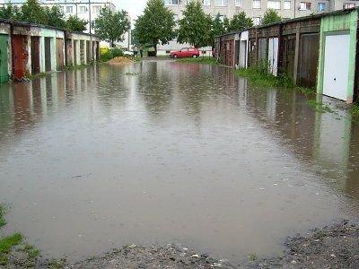 Woda podtopiła garaże