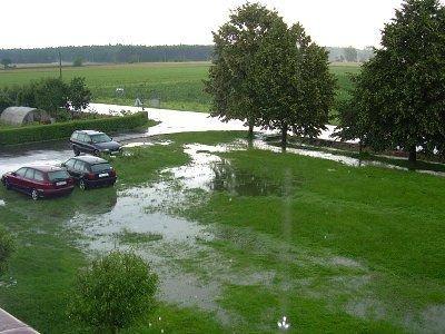 Woda pozalewała trawniki