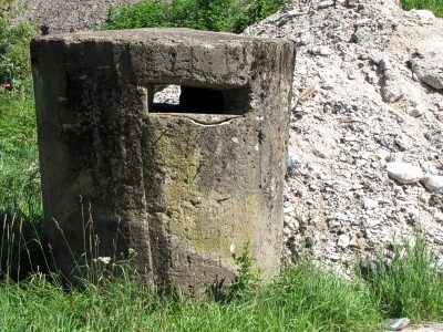 Dwa ze schronów obrócono w gruzy
