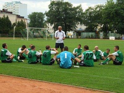Piłkarze BKS i trener Krzysztof Lechowski