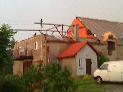Warta Bolesławiecka: murowany szczyt domu runął pod naporem wiatru