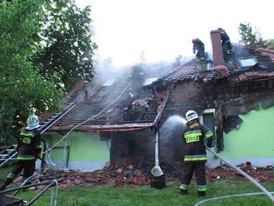 Spłonęła ściana i poddasze domu jednorodzinnego