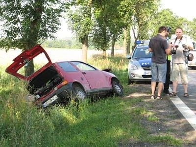 Kierowca Fiata zjechał do rowu, by uniknąć zderzenia