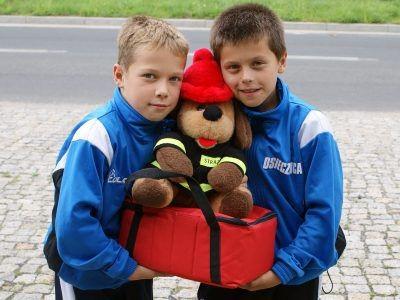 Członkowie Młodzieżowej Drużyny Pożarniczej w Osiecznicy