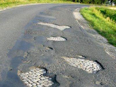 Zarząd Dróg Powiatowych zapewnia, że dziury zostaną wkrótce załatane