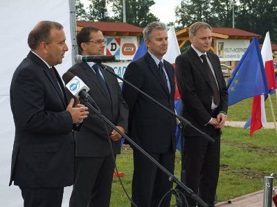 Autostradę uroczyście otworzył wicepremier Schetyna, w obecności  ministra infrastruktury i dyrekcji GDDKiA