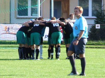 Piłkarze BKS mobilizowali się do gry także przed drugą połową meczu