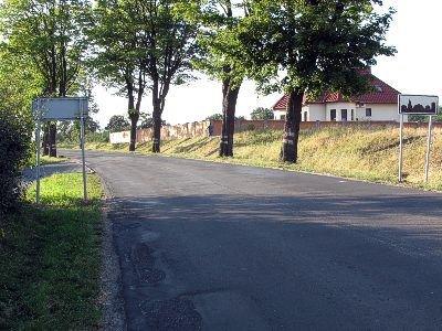 Przesunięcie znaku zajęło pracownikom Zarządu Dróg Powiatowych 6 minut – mówi Czytelnik