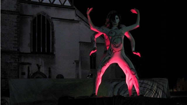 Pantomima inspirowana tańcem buto była formą opowieści o relacji, w której nie ma prostych czy jednoznacznych rozwiązań