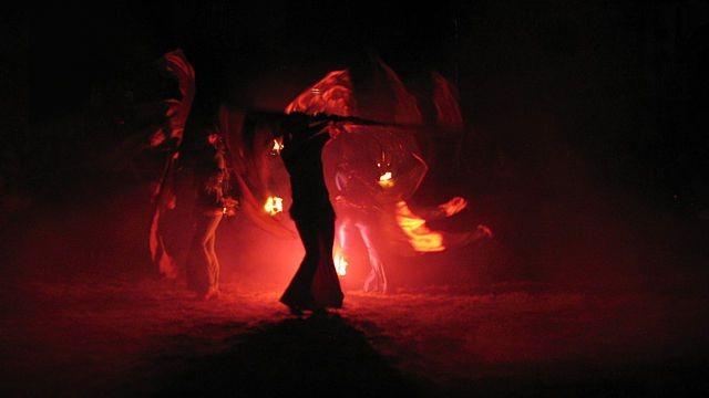 Teatr Ognia z Bielawy zaprezentował fireshow entuzjastycznie przyjęty przez publiczność
