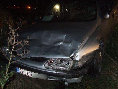 By uniknąć zderzenia, kierowca zjechał do rowu