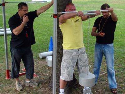 Jedną z konkurencji Bolesławieckiego Turnieju Siłaczy była waga płaczu