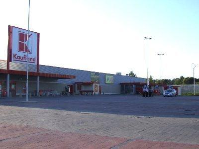 Klienci i pracownicy sklepu zostali poproszeni o opuszczenie obiektu