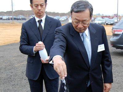 Ryż, sól i sake na placu budowy mają zapewnić pomyślność inwestycji w kamiennogórskiej strefie