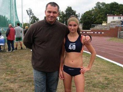 Anna Twardowska (chód 3 km) z trenerem Dariuszem Markiem