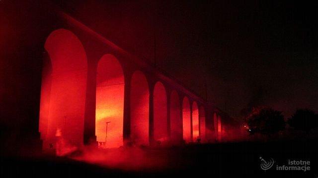 Firma Trias efektownie oświetliła wiadukt