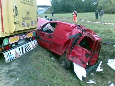 Kierowca osobówki został lekko ranny