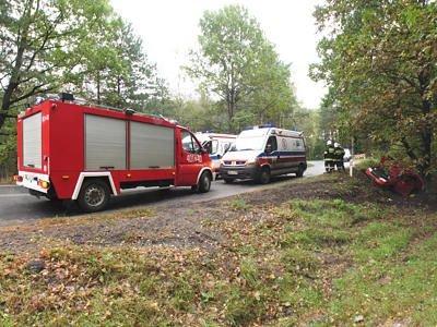 Auto wpadło do rowu na łuki drogi między Dobrą a Kliczkowem