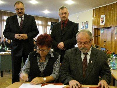Porozumienie podpisali: Helena Hałas, członkini zarządu BTG, Karol Stasik...