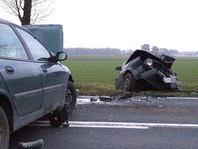 Kierowcy obu samochodów zostali odwiezieni do szpitala na obserwację