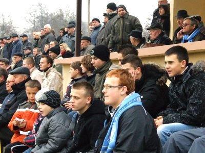 Kibice na stadionie w Nowogrodźcu