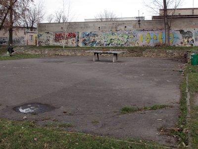Jedno z boisk na placu między Buczka a Spółdzielczą