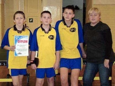 Zawodnicy z SP nr 3 i Wanda Wysocka