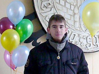 Mateusz Makówka sprzedawał baloniki w akcji charytatywnej