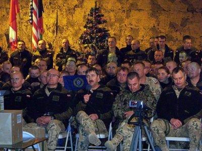 Żołnierze Polskiego Kontyngentu Wojskowego w Afganistanie licznie zgromadzili się, aby wziąć udział w tym niecodziennym wydarzeniu